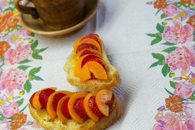 фото рецепта: Гренки с фруктами и медом