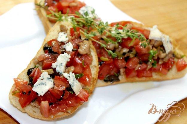 фото рецепта: Гренки с помидорами и куриным филе