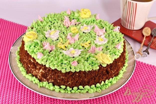 фото рецепта: Медовый торт с заварным кремом и шоколадом