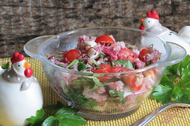 фото рецепта: Салат из черемши, редиса и помидоров
