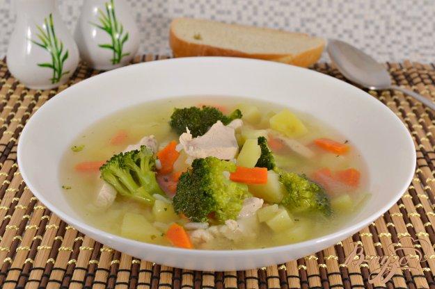 фото рецепта: Куриный суп с рисом и брокколи