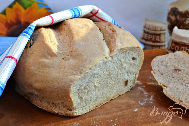 фото рецепта: Пшенично-ржаной хлеб с изюмом