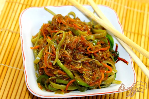 фото рецепта: Тальятелле с овощами и соевым соусом
