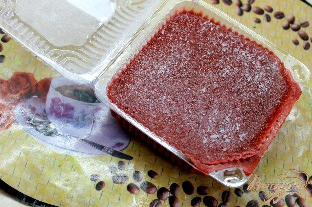 фото рецепта: Заготовка из клубничного пюре с персиком
