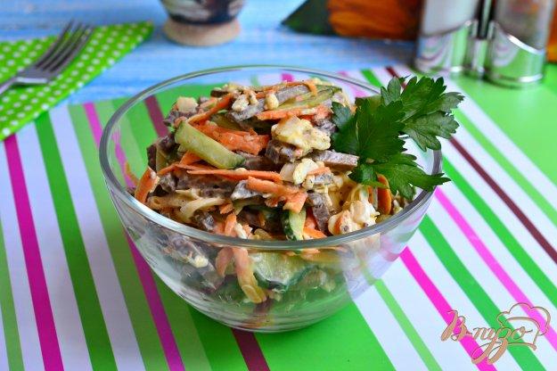 фото рецепта: Печеночный салат со свежим огурцом и плавленым сыром