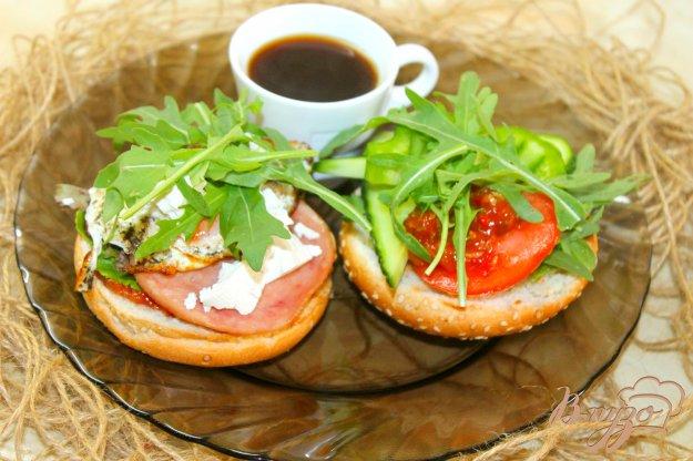 фото рецепта: Завтрак из фаршированной булочки