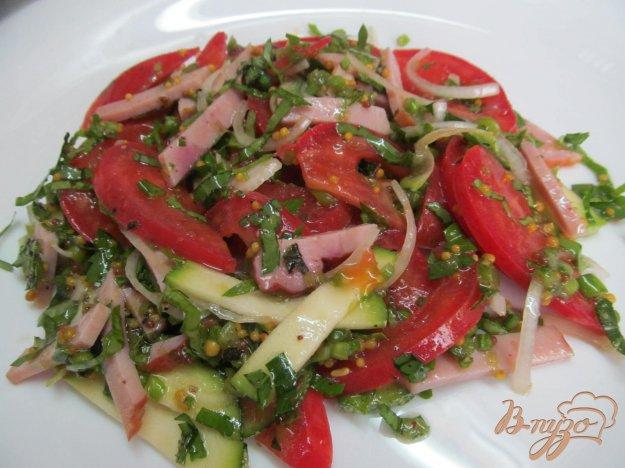 фото рецепта: Помидорный салат с ветчиной
