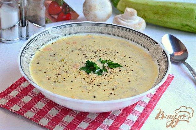 фото рецепта: Суп-пюре с кабачками, шампиньонами и плавленым сыром