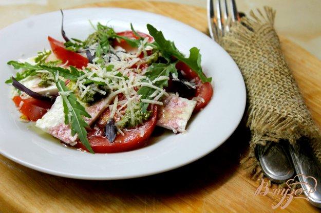 фото рецепта: Помидорный салат с брынзой и базиликом