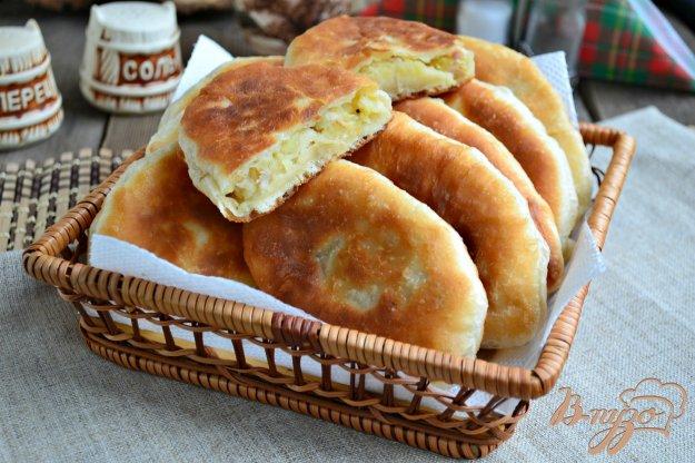 фото рецепта: Жареные пирожки с картофелем и мясом