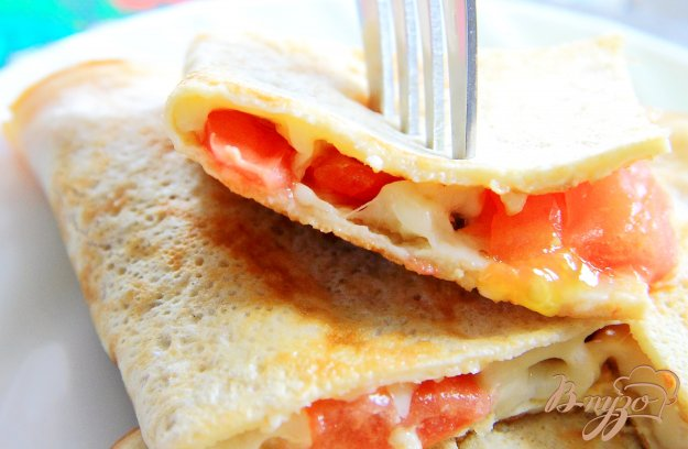 фото рецепта: Овсяноблин с помидорами и сыром