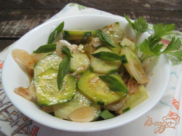 фото рецепта: Огуречный салат с копченой паприкой и соусом терияки