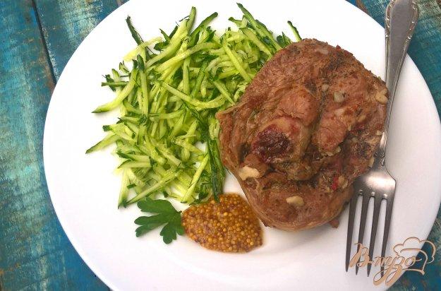 фото рецепта: Индейка с чесноком и вялеными томатами на мангале