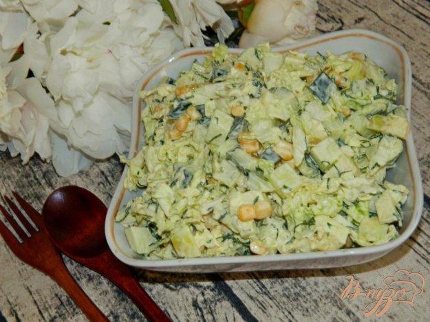 фото рецепта: Салат из пекинской капусты с кукурузой и яблоком