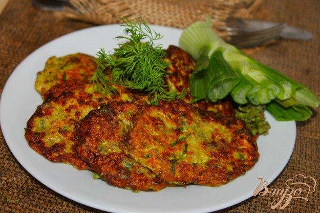 фото рецепта: Оладьи из кабачка с мясом и шпинатом