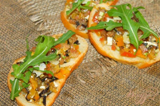 фото рецепта: Гренки с цукини и помидорами