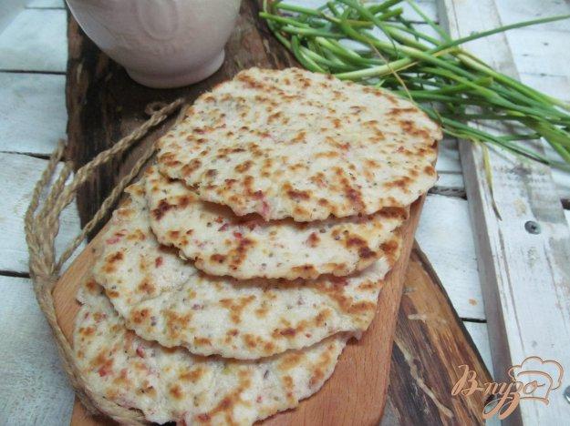 фото рецепта: Лепешки с горчицей и салями