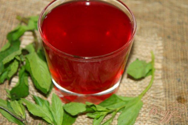 фото рецепта: Смородиновый компот с вишней и мятой