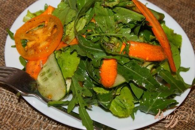 фото рецепта: Вегетарианский салат со свежим цукини