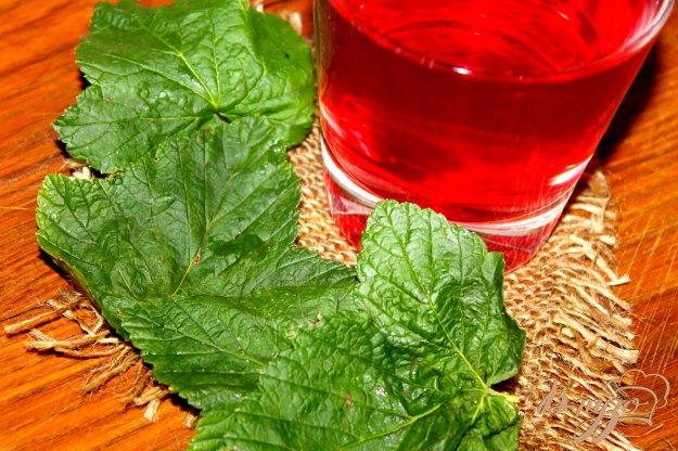фото рецепта: Вишневый компот с тархуном и мятой