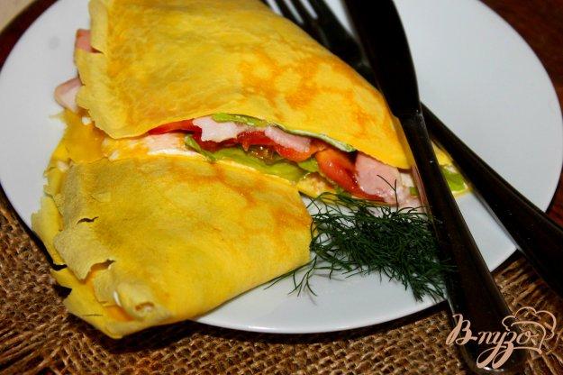 фото рецепта: Закусочный блин с беконом и листом салата