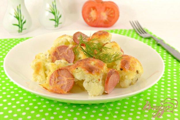 фото рецепта: Цветная капуста запеченная с сосисками под сметанно-сырным соусом