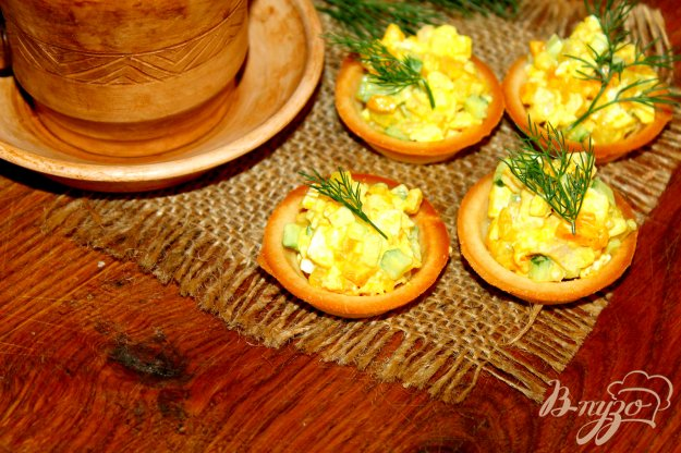 фото рецепта: Песочные тарталетки с салатом