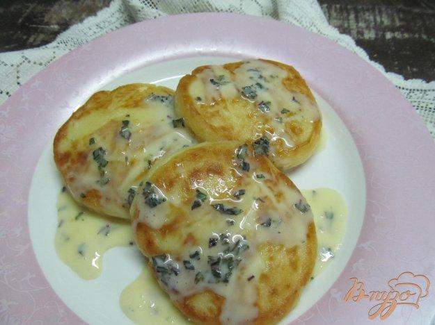 фото рецепта: Сырники под мятным соусом