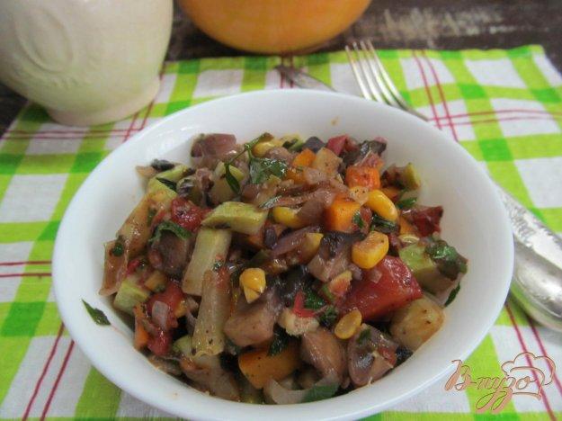фото рецепта: Овощное соте с грибами и кукурузой