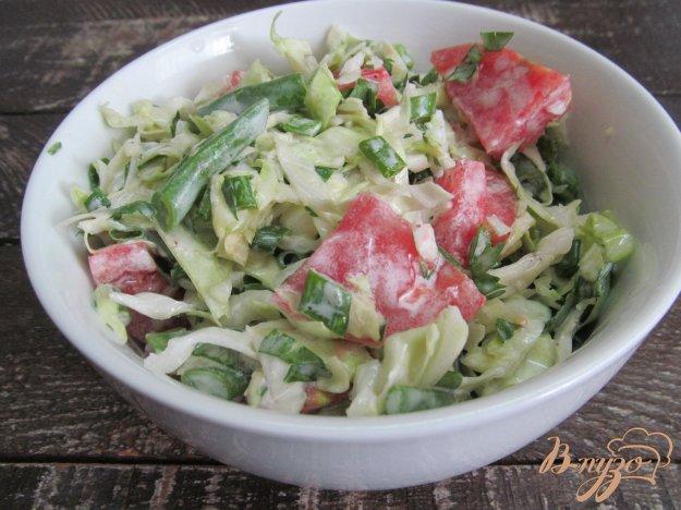 фото рецепта: Капустный салат с помидором и стручковой фасолью