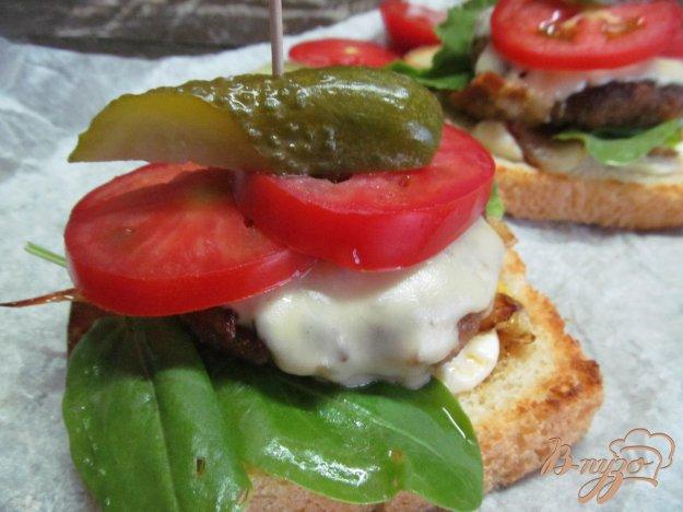 фото рецепта: Сэндвич с интересной котлетой