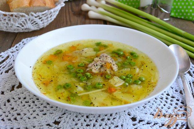 фото рецепта: Куриный суп со свежими овощами, вермишелью и зеленым горошком