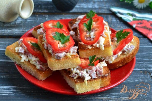 фото рецепта: Гренки с сыром и колбасой