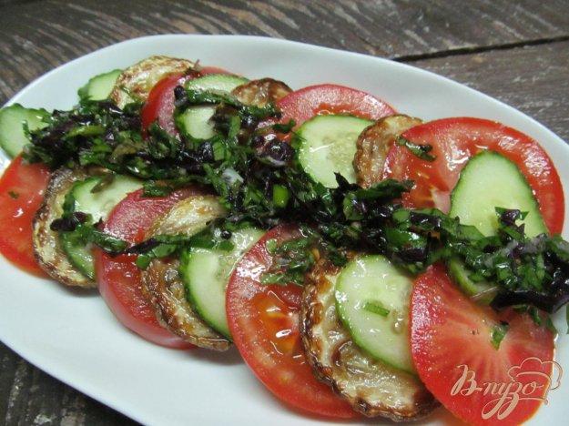 фото рецепта: Салат из помидора и жареного кабачка