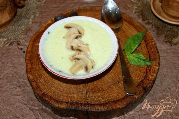 фото рецепта: Крем - суп из кабачка с жареными грибами