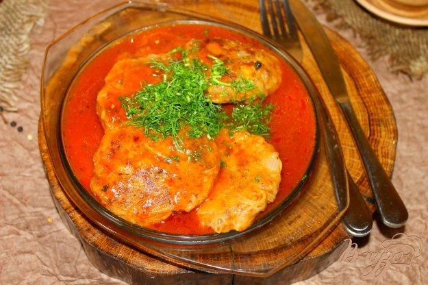 фото рецепта: Луковые котлетки с фаршем и картофелем в томатном соусе