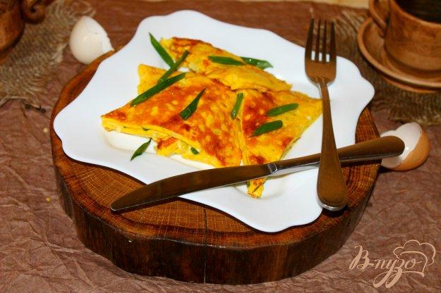 фото рецепта: Омлет с цветной капустой, сыром и зеленым луком