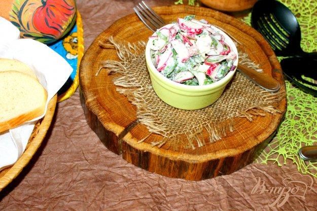 фото рецепта: Салат с ботвой свеклы и редисом