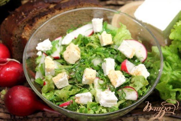 фото рецепта: Салат с редисом и фетой