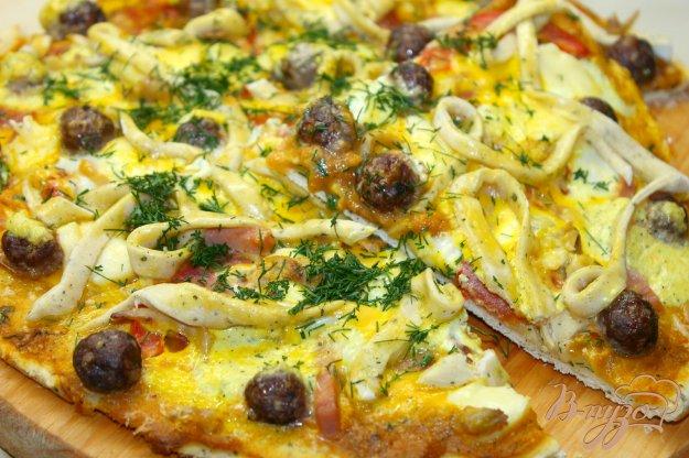 фото рецепта: Домашняя пицца с мясными шариками и яйцом