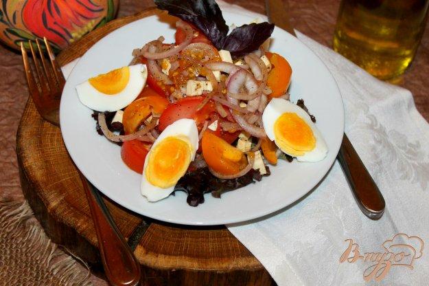 фото рецепта: Быстрый салат из помидоров с брынзой и яйцом