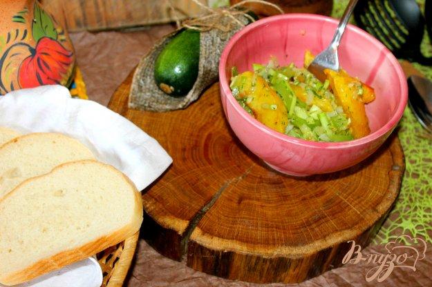 фото рецепта: Дольки картофеля с кабачком и луком
