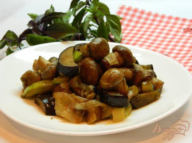 фото рецепта: Рагу из баклажанов, кабачков и грибов