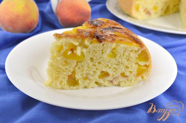 фото рецепта: Пирог с персиками в мультиварке