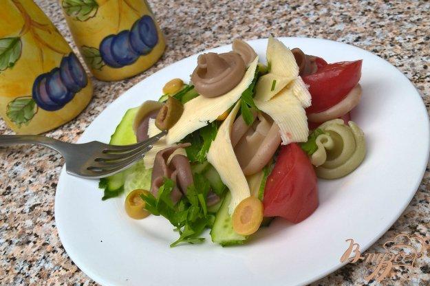 фото рецепта: Овощной салат с пастой и брынзой