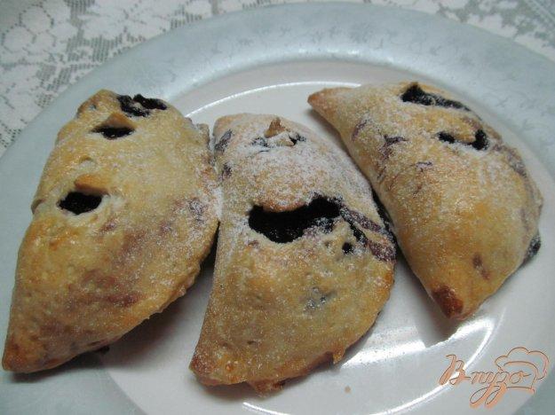 фото рецепта: Пирожки на песочном тесте с шелковицей