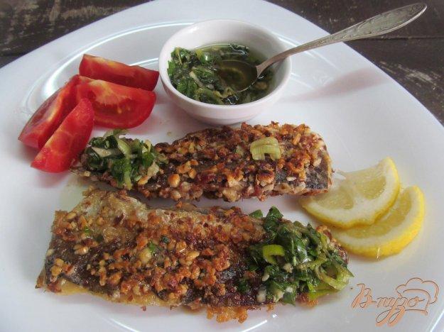 фото рецепта: Рыба в арахисовой панировке под освежающим соусом