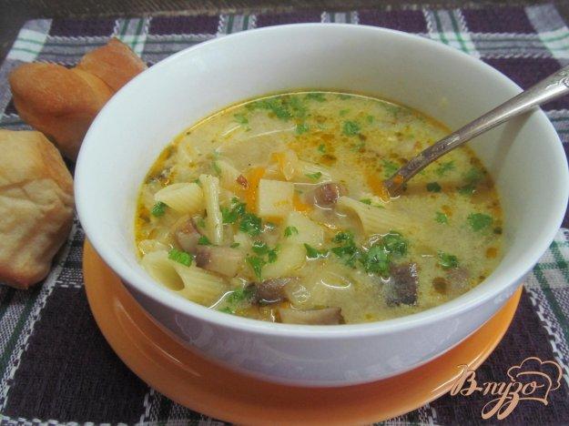 фото рецепта: Сырный суп с макаронами и грибами