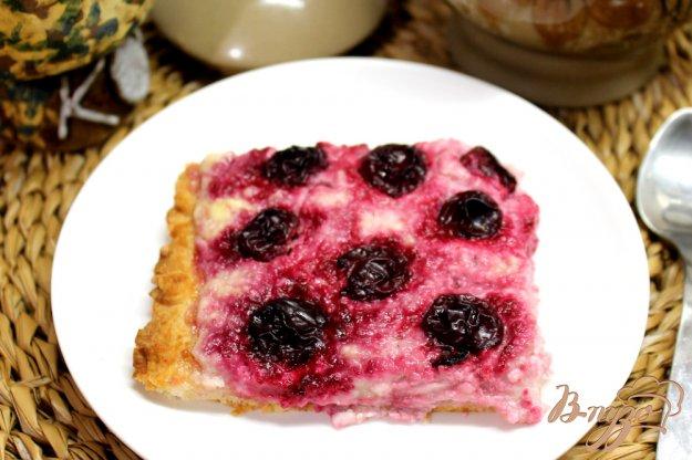 фото рецепта: Слоеный пирог с творогом и вишней