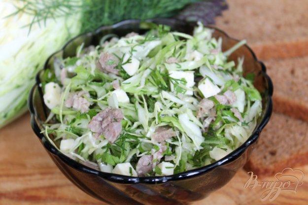фото рецепта: Салат из молодой капусты с мясом и сыром сулугуни